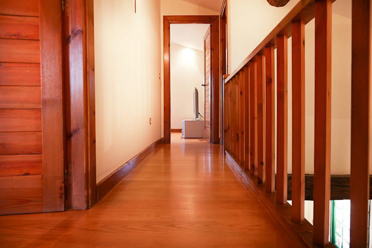 MORANDO INMOBILIARIA Rustic style corridor, hallway & stairs