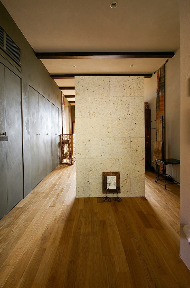 一級建築士事務所アールタイプ Escritórios modernos Madeira Bege