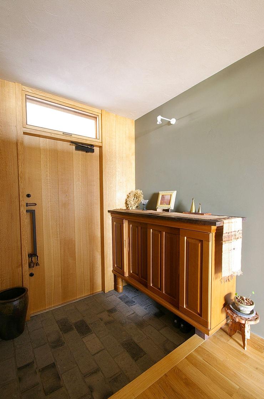 一級建築士事務所アールタイプ Portas de entrada Madeira Efeito de madeira