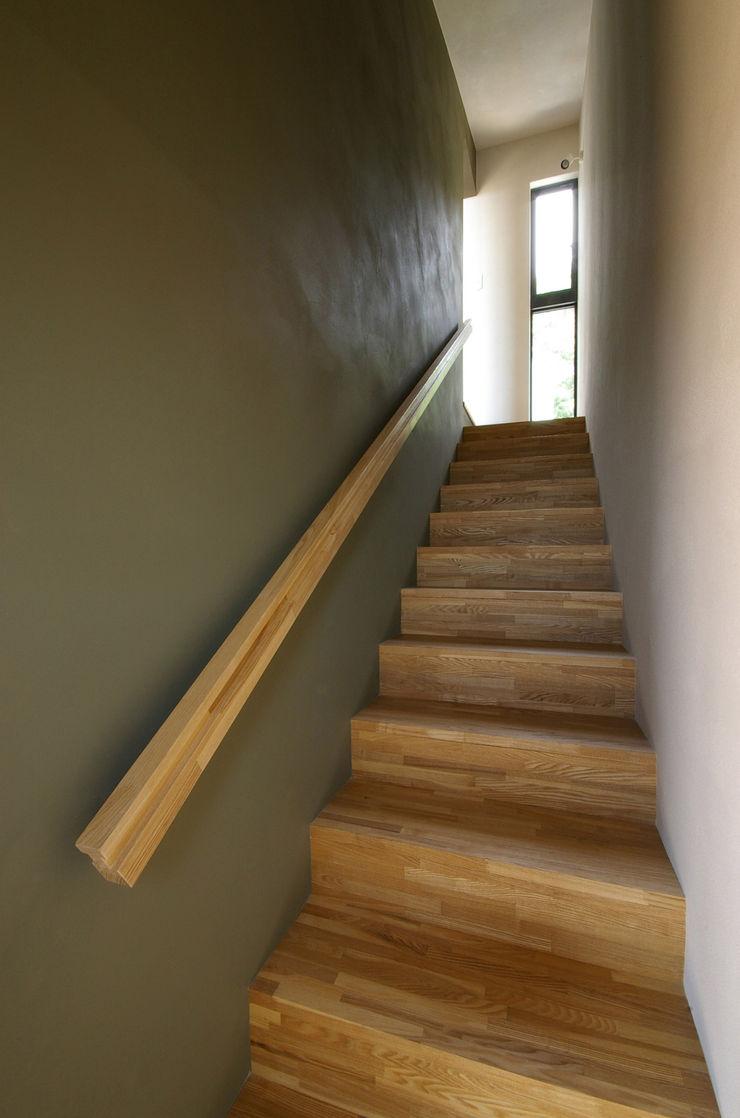 一級建築士事務所アールタイプ Corredores, halls e escadas modernos Madeira Efeito de madeira