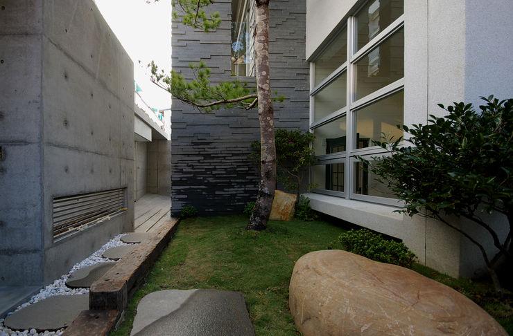 台南12號住宅 築青室內裝修有限公司 現代房屋設計點子、靈感 & 圖片