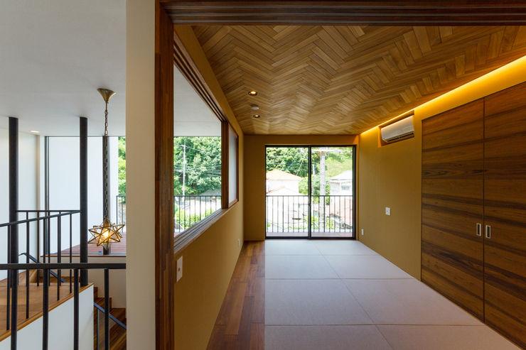 haus-flat 和室 一級建築士事務所haus モダンデザインの 多目的室 木 多色