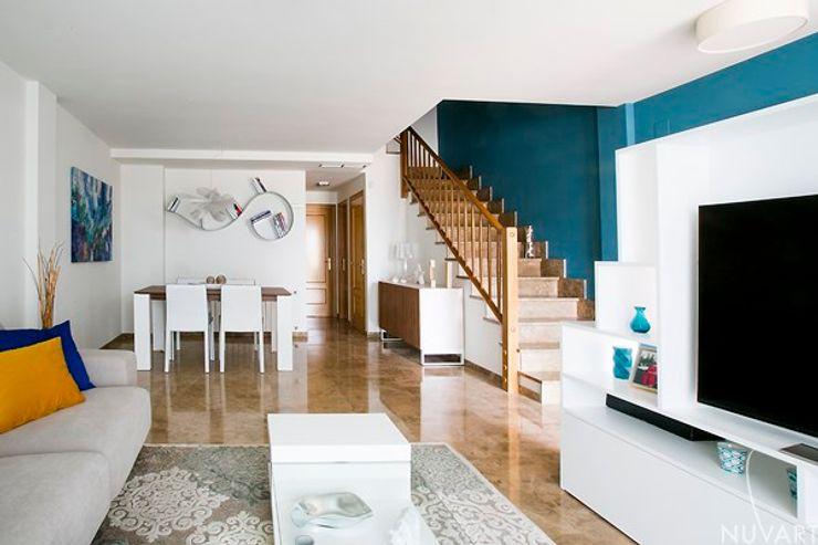 Escalera NUVART Pasillos, vestíbulos y escaleras de estilo moderno