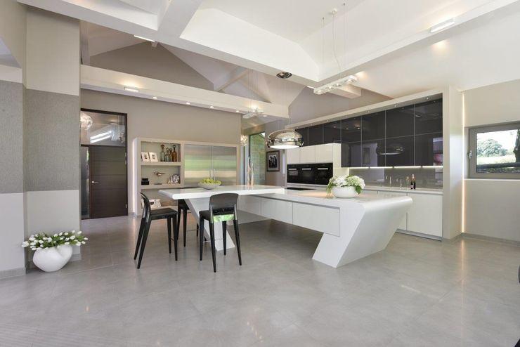 Mr & Mrs McIver Diane Berry Kitchens Built-in kitchens Glass White