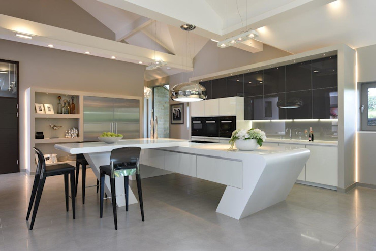 Mr & Mrs McIver Diane Berry Kitchens Built-in kitchens Glass Grey