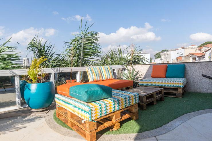 Concept Engenharia + Design Studio in stile tropicale Legno Arancio