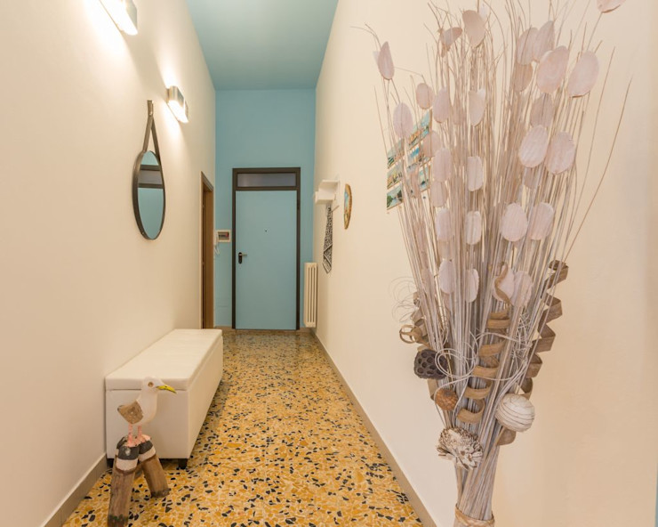 Anna Leone Architetto Home Stager Minimalist Koridor, Hol & Merdivenler