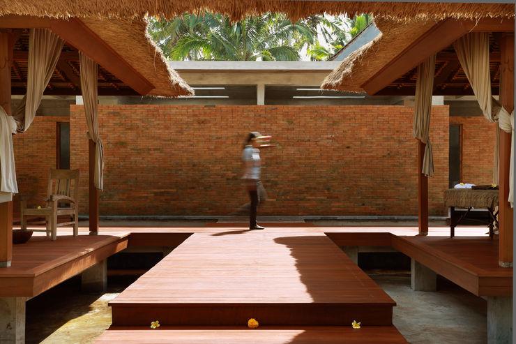 WaB - Wimba anenggata architects Bali Готелі Дерево Коричневий