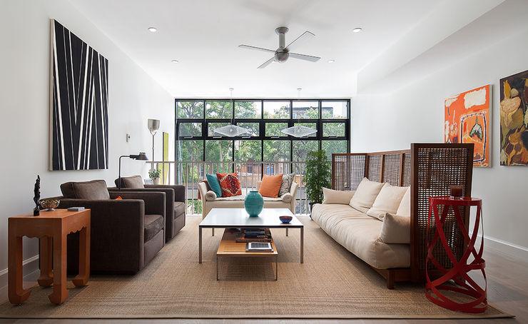 Carroll Gardens Townhouse andretchelistcheffarchitects Modern living room