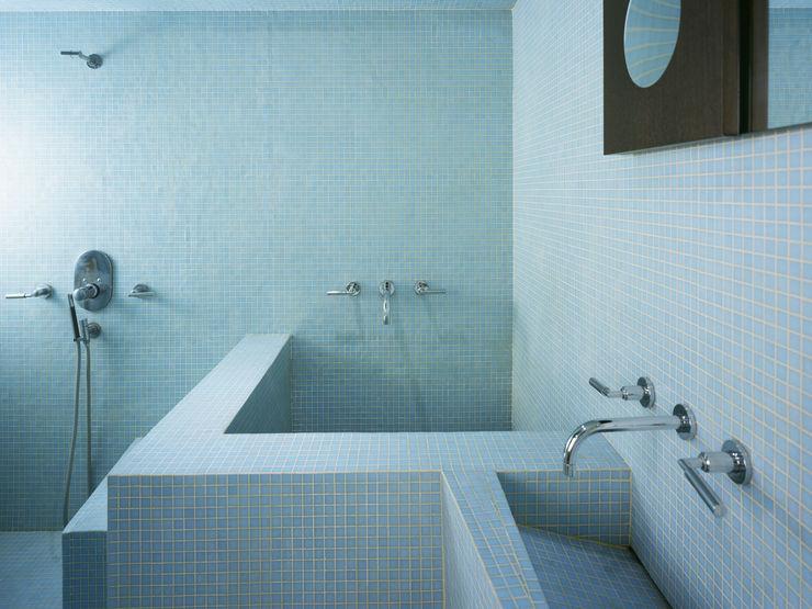 Kimberly Peck Architect Kamar Mandi Modern Blue