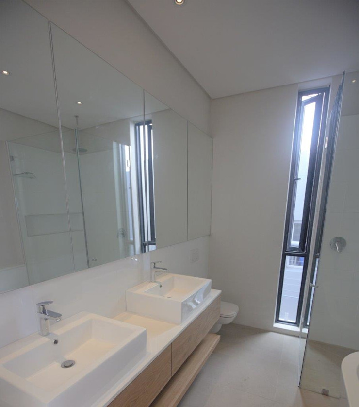 Kunst Architecture & Interiors Modern bathroom Bricks White