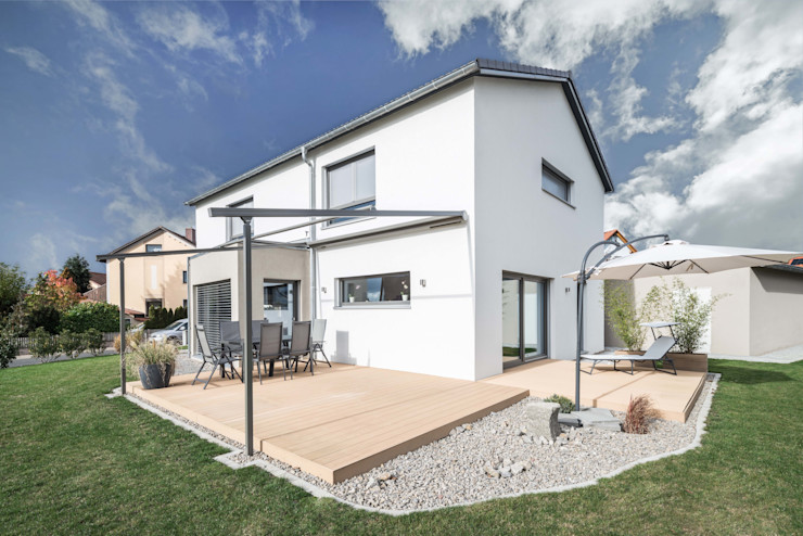wir leben haus - Bauunternehmen in Bayern Modern Terrace