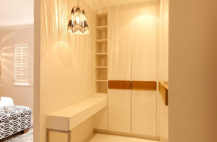 Redesign Interiors Phòng thay đồ phong cách hiện đại