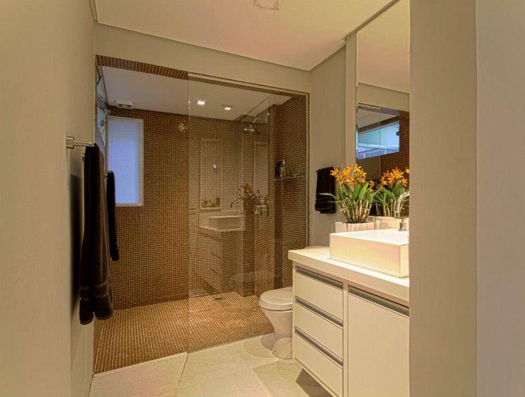 Apartamento E.C., Jardins, São Paulo - Vista do Banheiro André Viana Arquitetura Banheiros industriais Cinza