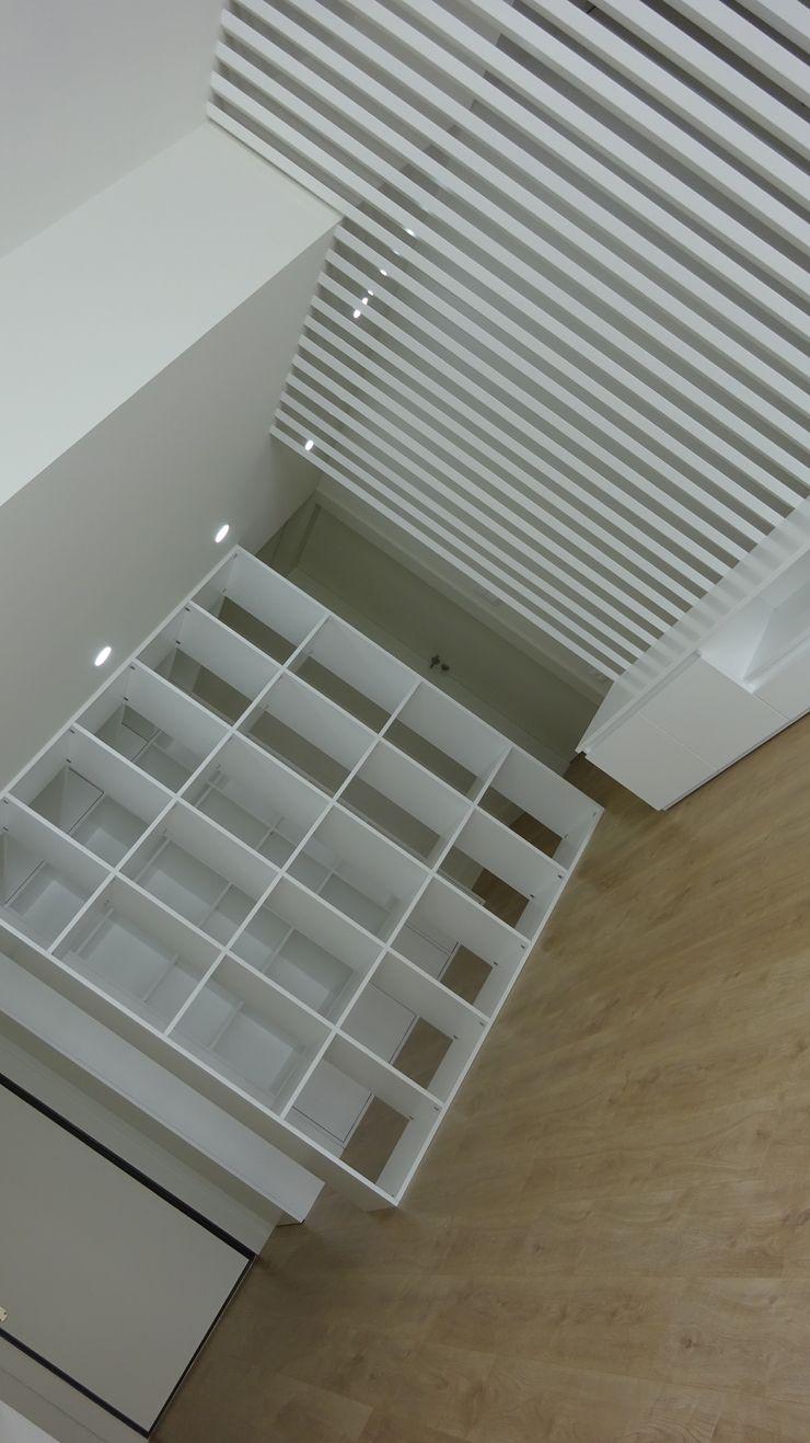 Davide Domingues Arquitecto Minimalist living room MDF White