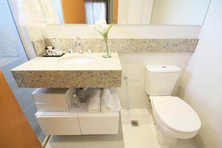 Banheiro MRAM Studio 現代浴室設計點子、靈感&圖片
