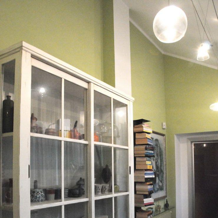 Appartamento A+M ArchitetturaTerapia® Ingresso, Corridoio & Scale in stile moderno