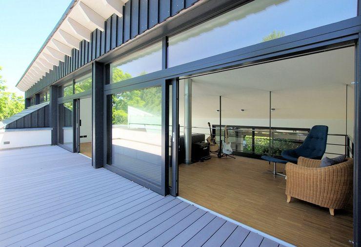 Umbau Haus K, Dachterrasse Architekten Lenzstrasse Dreizehn Moderner Balkon, Veranda & Terrasse