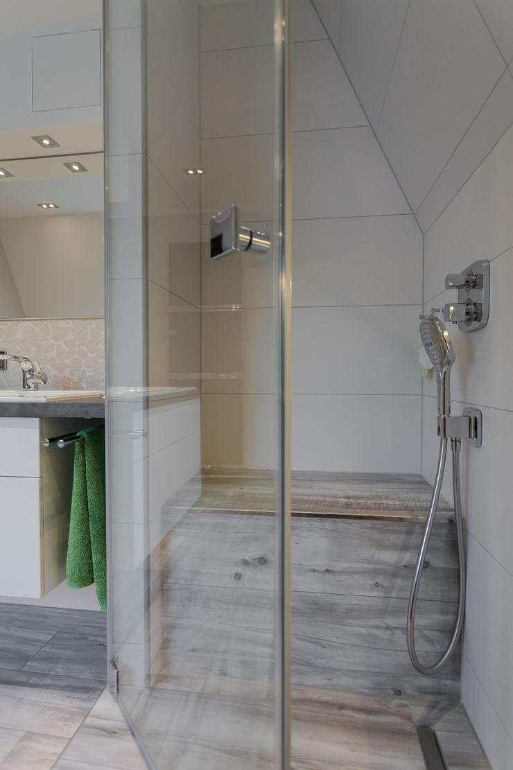Klotz Badmanufaktur GmbH Modern bathroom Tiles White