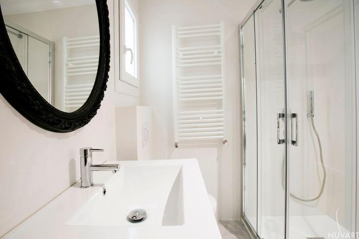 DETALLE BAÑO NUVART Baños de estilo ecléctico