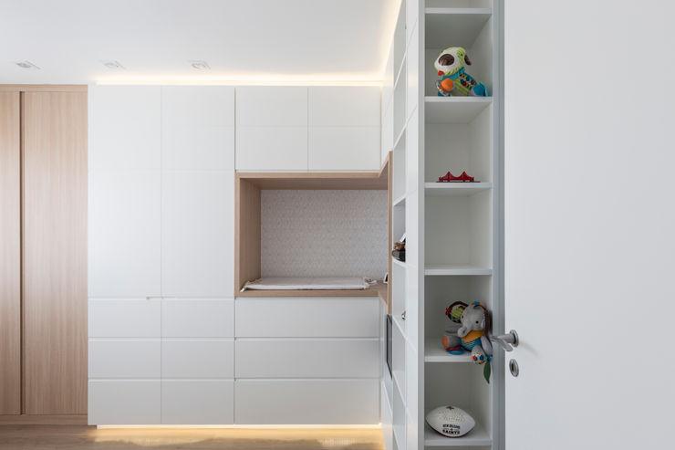 AAB   Dormitório Bebê Kali Arquitetura Quartos de bebê Branco