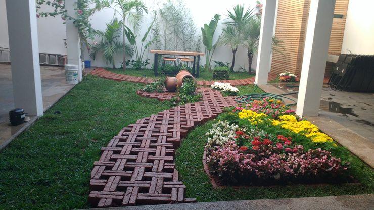 [GM+] Arquitectos Rustic style garden Bricks Multicolored