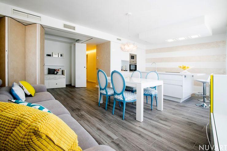 Habitación auxiliar dentro del salón NUVART Salones de estilo mediterráneo