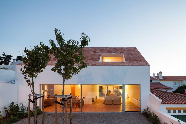 Casa com Três Pátios EXTRASTUDIO Casas mediterrânicas