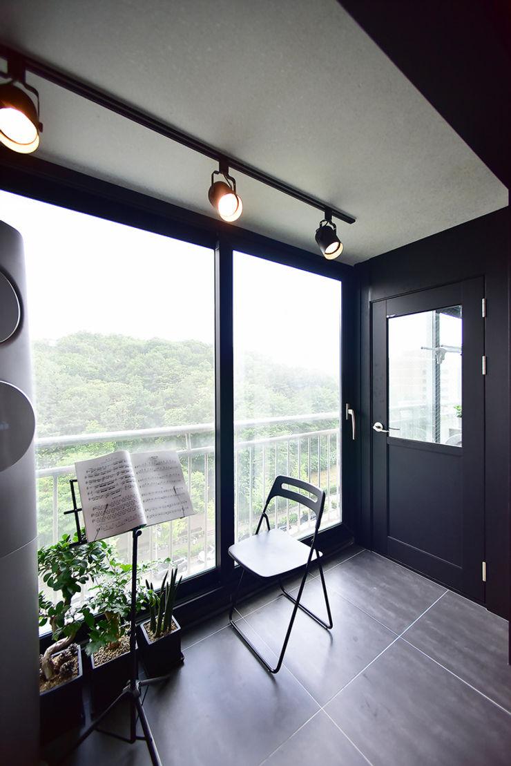 누보인테리어디자인 Modern balcony, veranda & terrace
