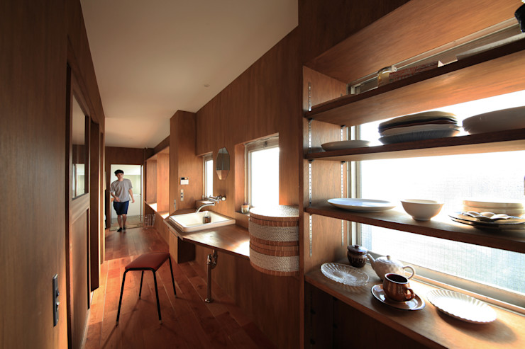 の ざ き 設 計 Pasillos, vestíbulos y escaleras de estilo minimalista