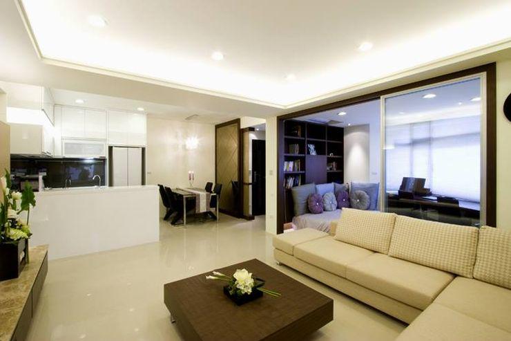 開放的公用空間配置 Hi+Design/Interior.Architecture. 寰邑空間設計 Living room