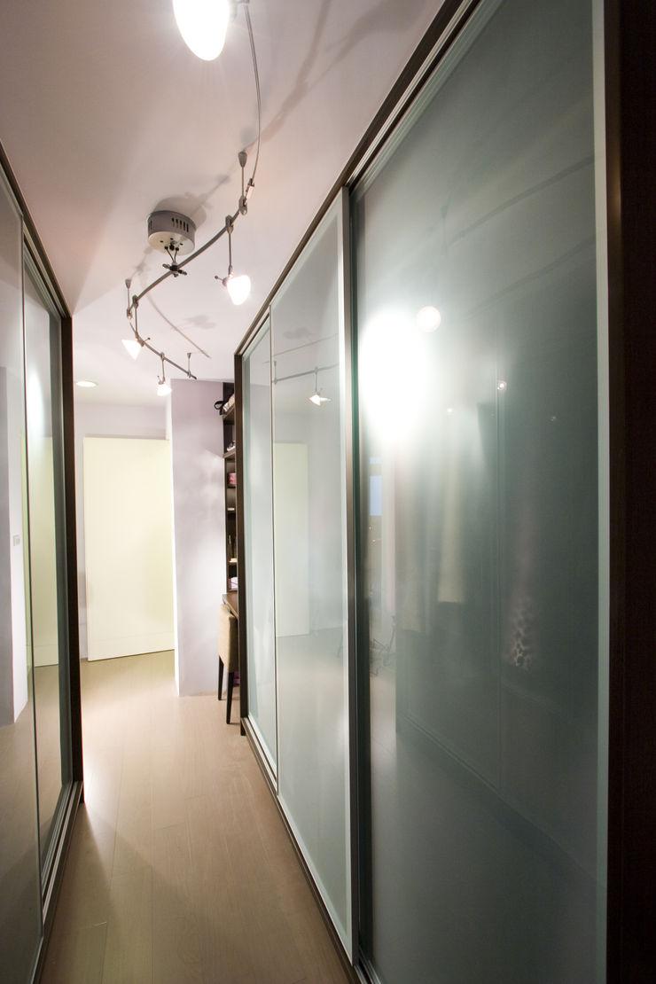更衣室 Hi+Design/Interior.Architecture. 寰邑空間設計 Eclectic style bedroom