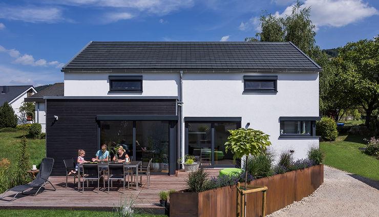 KitzlingerHaus GmbH & Co. KG Single family home Engineered Wood White