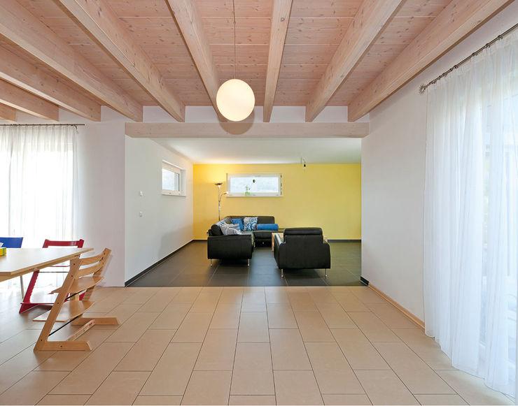 KitzlingerHaus GmbH & Co. KG Вітальня Інженерне дерево Білий