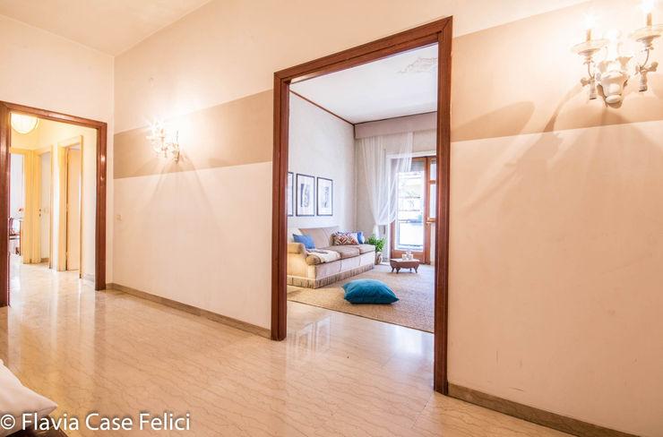 HOME STAGING in zona Talenti – CASA IN VENDITA Flavia Case Felici Ingresso, Corridoio & Scale in stile classico