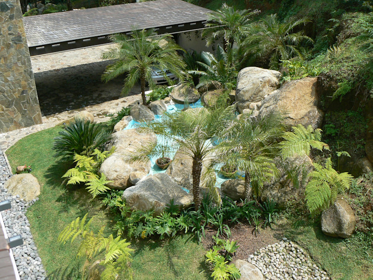 BARRAGAN ARQUITECTOS Modern garden
