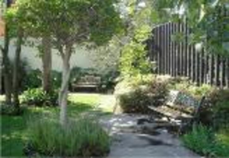 BARRAGAN ARQUITECTOS Classic style garden