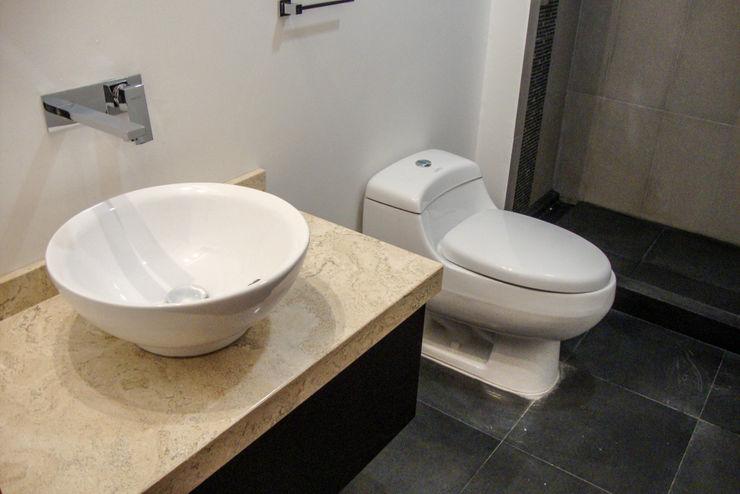 Estilo Homes Minimalist style bathroom