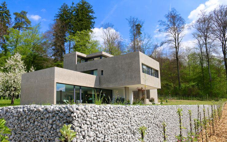 Südwestansicht - Foto by zeitwerkstatt Studio Baumann Einfamilienhaus Beton Metallic/Silber