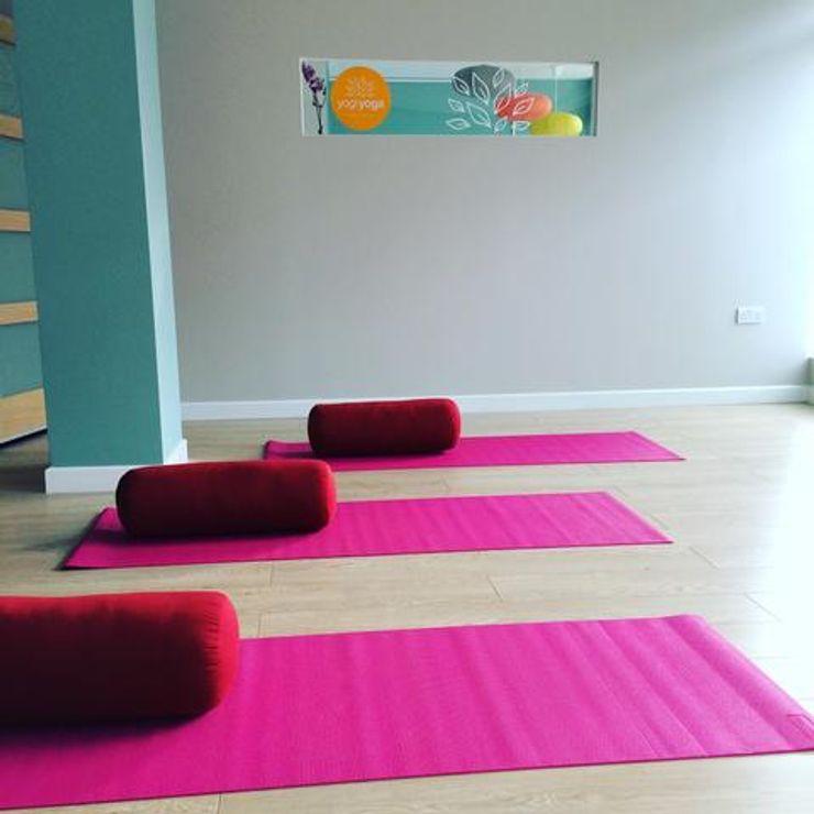 Yoga Studio makeover Paint The Town Green Espaços comerciais minimalistas Verde