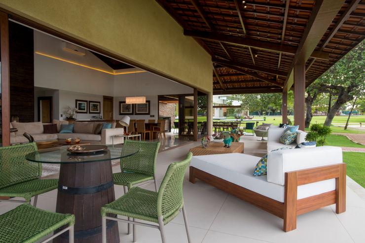 Residencia - 2017 Danielle Valente Arquitetura e Interiores Salas de estar modernas
