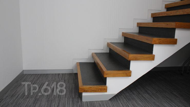 TP618 モダンスタイルの 玄関&廊下&階段 無垢材 白色