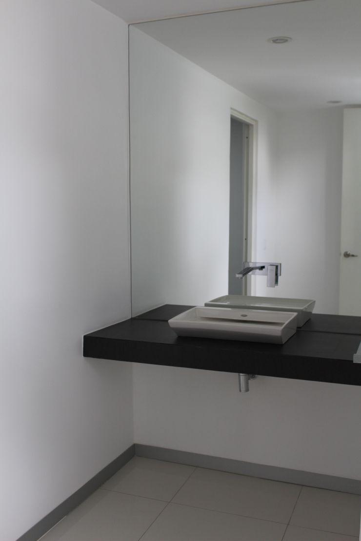 TP618 モダンスタイルの お風呂 コンクリート 白色