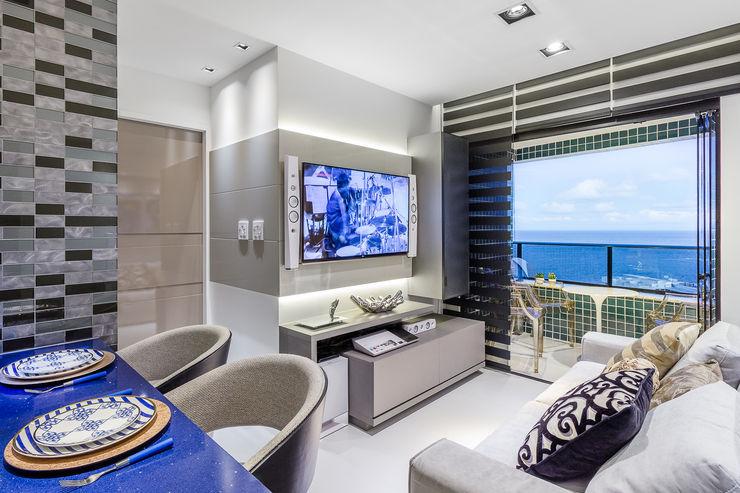 Estar   Jantar   Varanda - Integrados Arquitetura Sônia Beltrão & associados Salas de estar modernas MDF Cinza