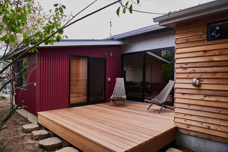 deck tai_tai STUDIO ラスティックデザインの リビング 鉄/鋼 赤色
