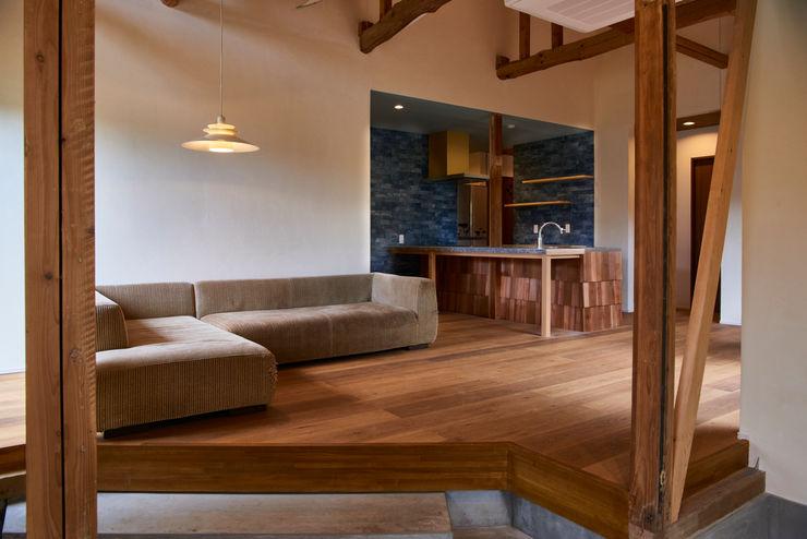 living room tai_tai STUDIO ラスティックデザインの リビング 木 白色
