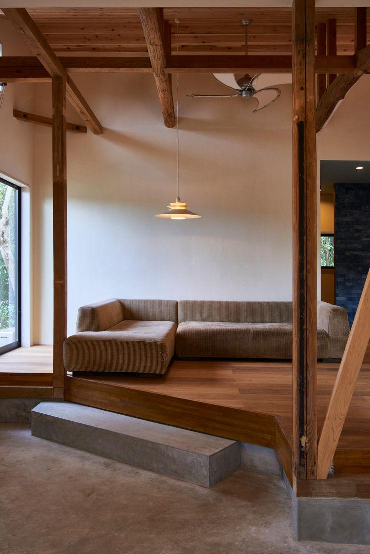 livingroom tai_tai STUDIO ラスティックデザインの リビング 木 白色