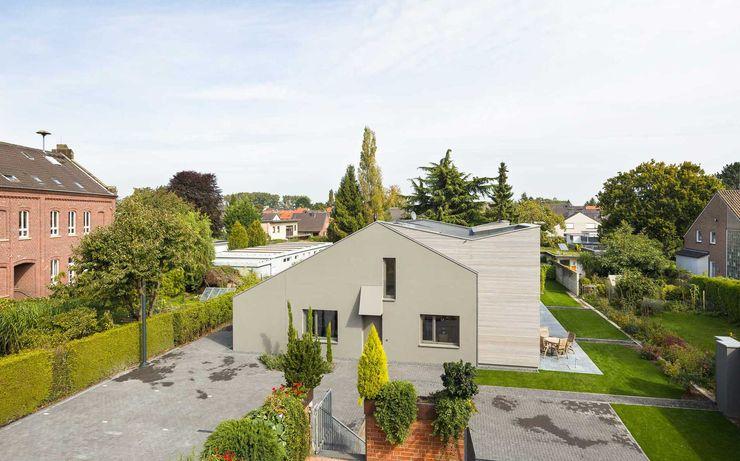 Kerzenmanufaktur vorher ZHAC / Zweering Helmus Architektur+Consulting Moderne Häuser Holz Grau