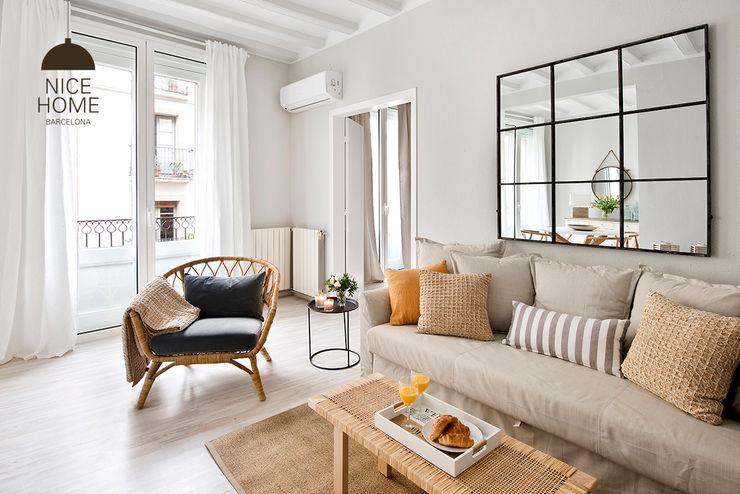 Proyecto Princesa Nice home barcelona Salones de estilo mediterráneo