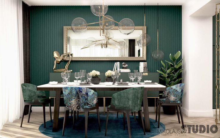 salon w zieleniach, mosiężne detale MIKOŁAJSKAstudio Eklektyczny salon